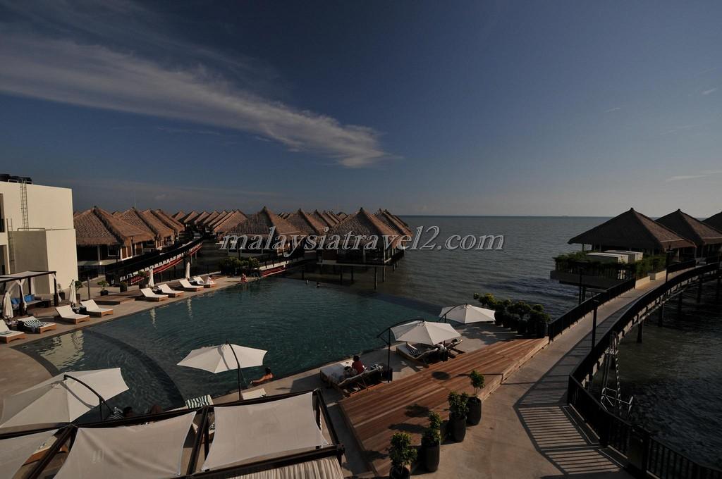 المسبح في فندق جولدن بالم تري ماليزيا1
