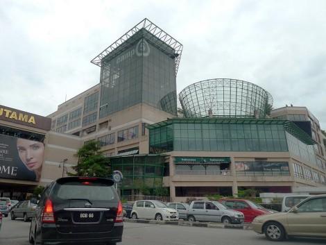 1Utama-shopping-centre-outside