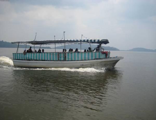 احد القوارب