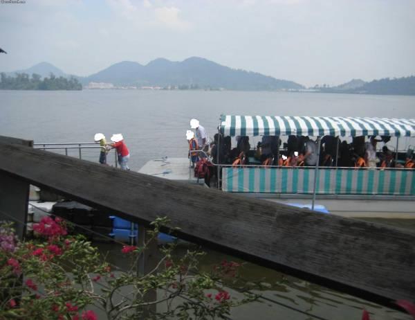 هذا القارب في جزيرة الغوريلا في بينانج