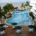 من البلكونه على المسبح فندق فلامينقو في بينانج