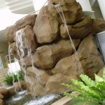 بحيرة صغيرة بجوار المسبح في فندق فلامينقو في بينانج