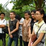 مجموعة من الزوار في حديقة الفواكة في بينانج