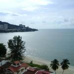 من البلكونه على الشاطئ و البحر امام فندق فلامينقو في بينانج