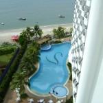 من البلكونه على المسبح وشاطئ فندق فلامينقو في بينانج