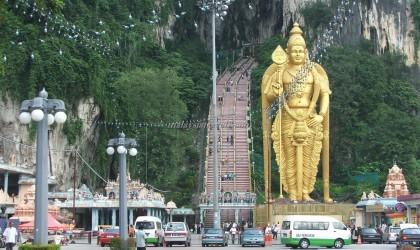 Batu Caves in Kuala Lumpur المعبد الهندي كهوف باتو في ماليزيا
