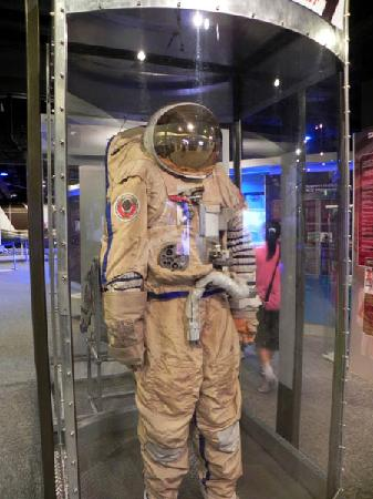 astronout-s-suit-in-exhibition