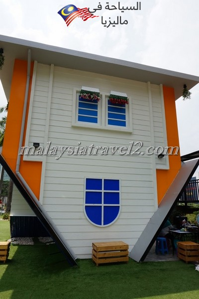 upside-down-house-kl9